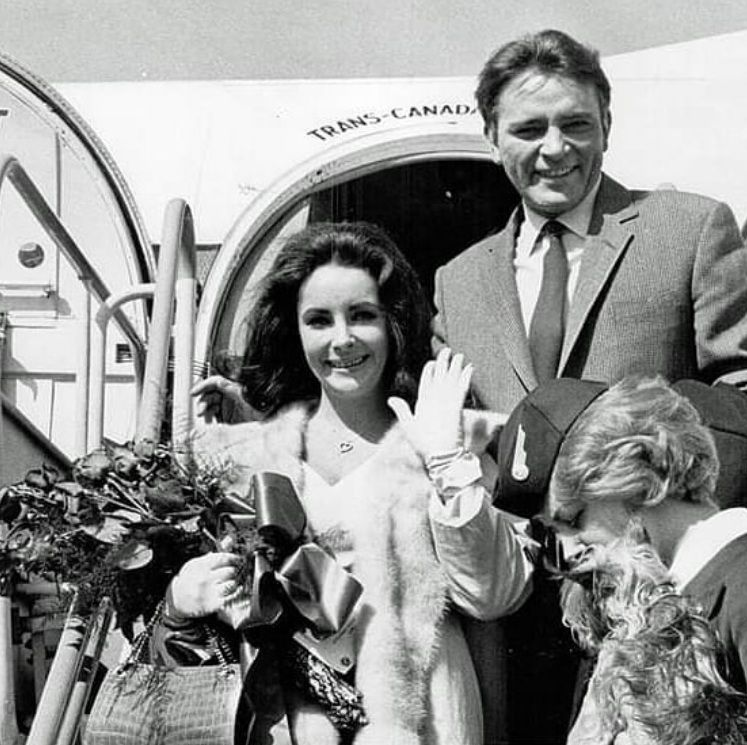 Eliz And Richard Landing In Toronto After Getting Married The Previous Day In Montreal On March 16th 1964 Elizabeth Taylor Burton And Taylor Elizabeth
