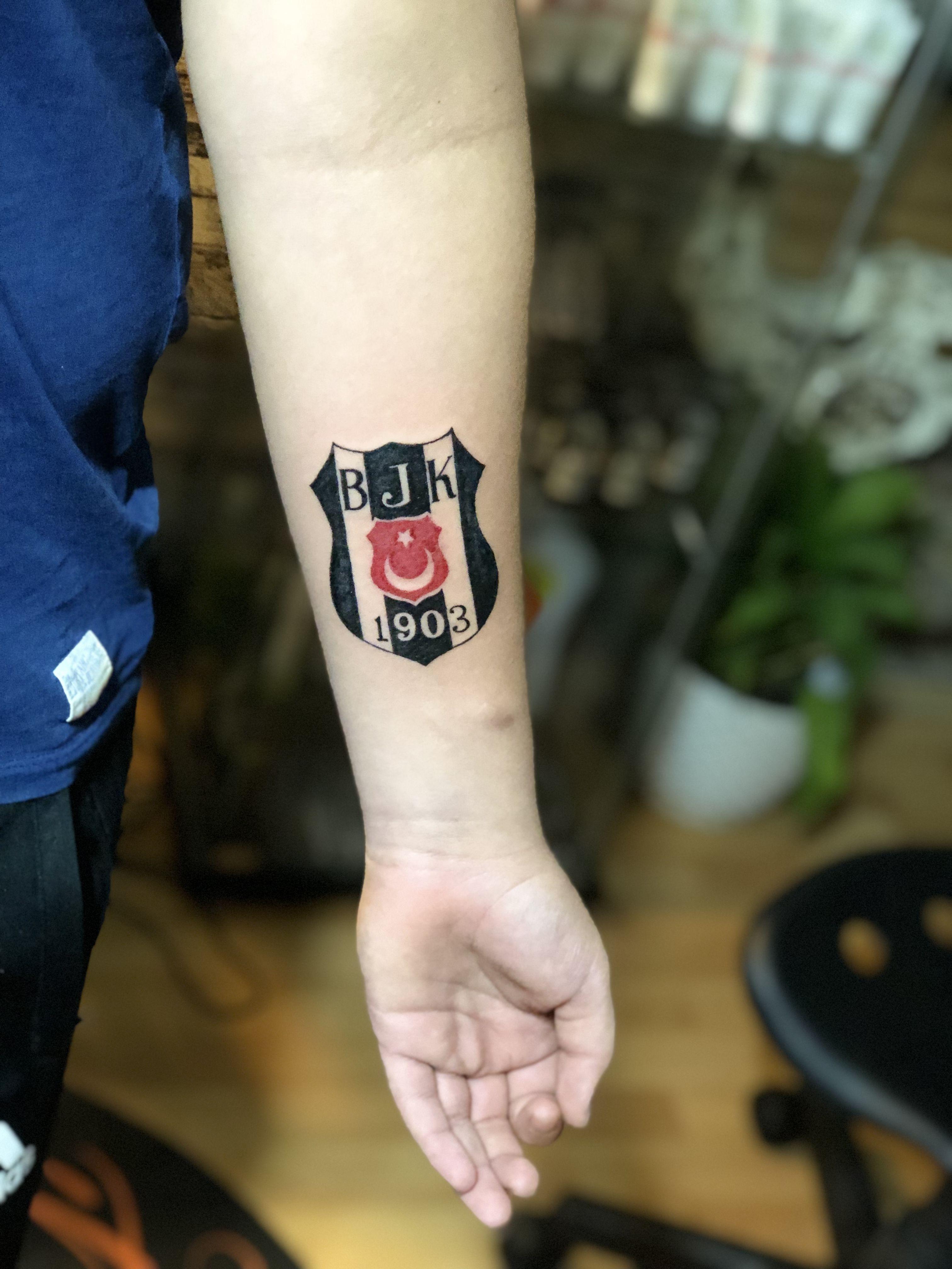 Besiktas Logo Tattoo Tattoo Artist By Murat Gurel Manisa Dovme Dovme Dovme Fikirleri Dovme Modelleri