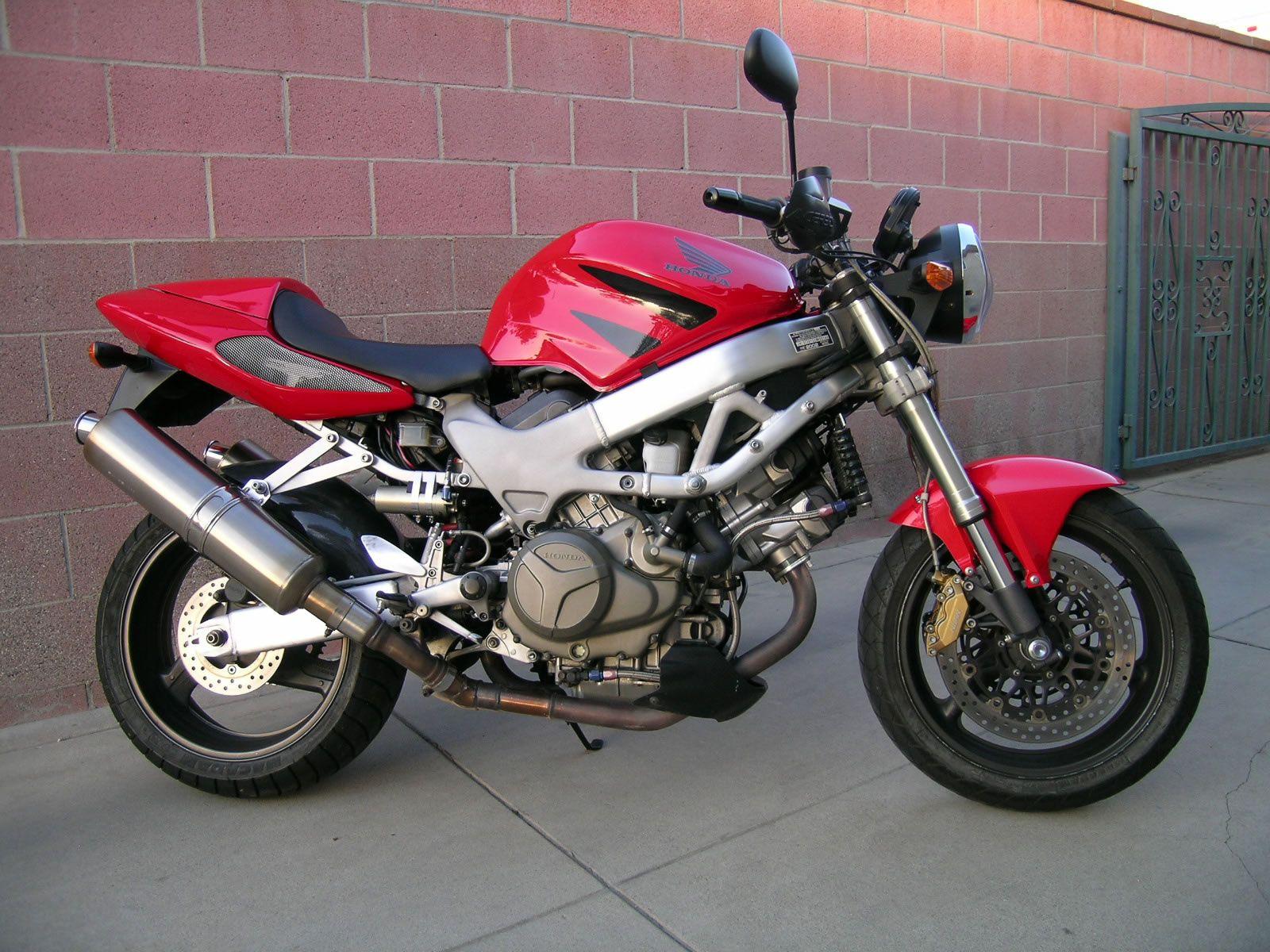VTR 1000 Super Hawk - Another Super Subtle Custom Build by