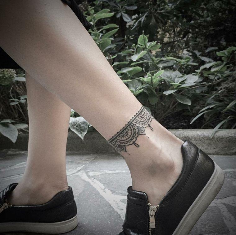 tatuaggi per caviglia, una proposta adatta a un pubblico femminile un  bracciale in stile orientale