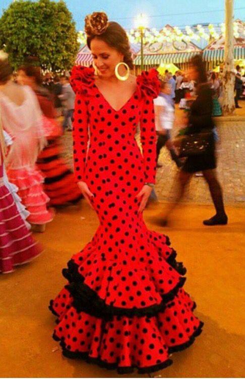 399994fc0 ponteuntrapito Traje de flamenca rojo con lunares negros