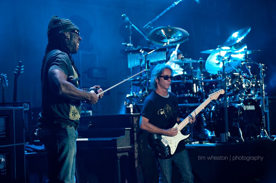 boyd tinsley & tim reynolds (carter beauford in background on drums)