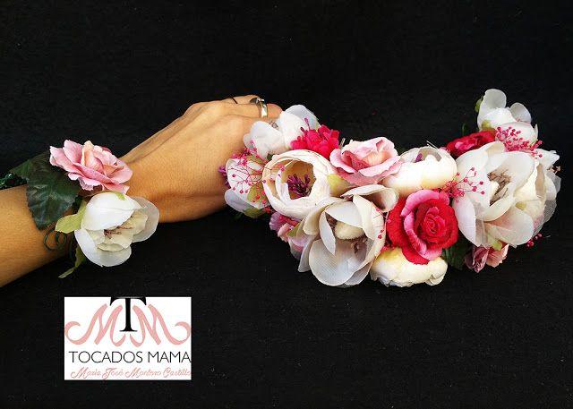 Tocado y pulsera de Novia diseñados para Alba de Ainsa.  El tocado y la pulsera Mamá de Alba permanecerán impecables año tras año, flores eternas para lucir todas la veces que ella desee.