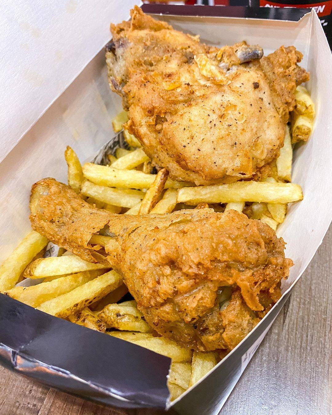 Jaqks Chicken Chips Halal 2 Piece Chicken And Chips Original Jaqkschickenandchips Birmingham Bham Jaqks In 2020 Chicken And Chips Halal Recipes Foodie