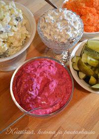 Keittiössä, kotona ja puutarhassa: Uuden vuoden perinteiset salaatit ja kuinka ne nakit oikein keitetään