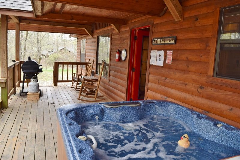Hot Tub On Back Deck Cover Off Broken Bow Oklahoma Cabins Oklahoma Cabins Broken Bow Oklahoma