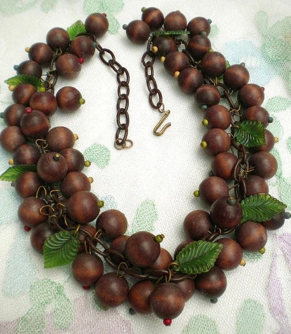 Vintage wood acorn necklace green celluloid leaves 30 39 s 40 for Acorn necklace craft