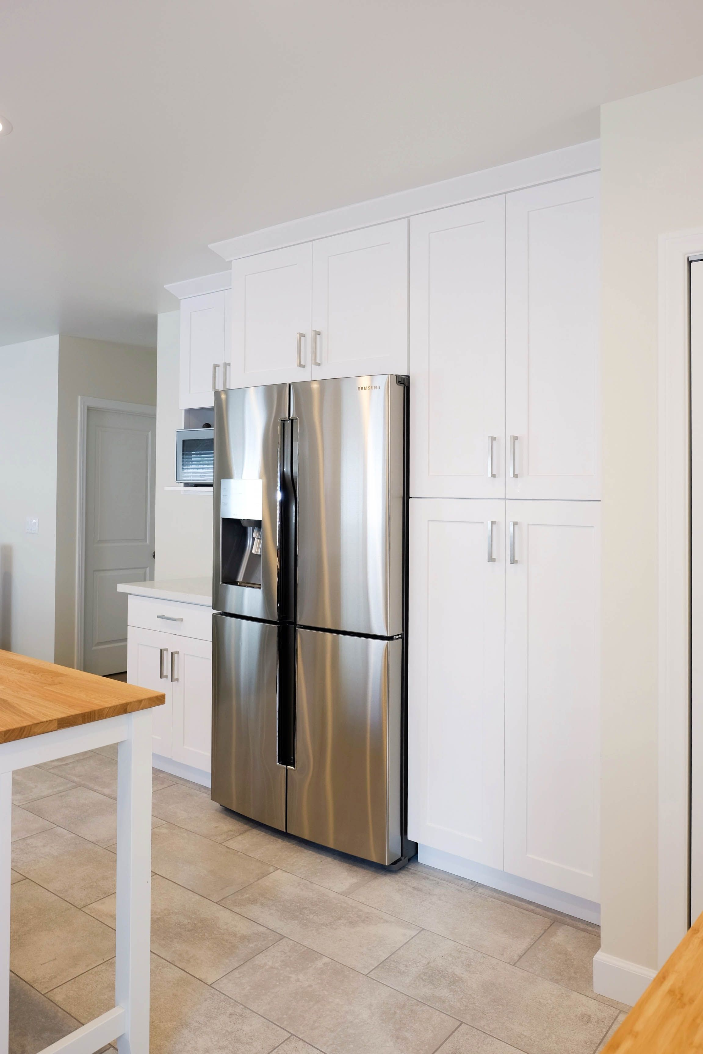 White And Grey Shaker Cabinets In A New Kitchen In Alhambra Ca Shaker Cabin Kitchen Cabinet Manufacturers Rta Kitchen Cabinets Kitchen Cabinets In Bathroom