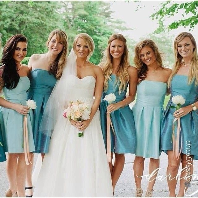 """#AlfredSung and #DessyGroup bridesmaids in a beautiful mixed blue palette. Dreaming of warm places during this cold winter! #DessyRealWeddings #Bridesmaids #RealWedding #Bride #Blue #Beautiful via @WeddingtonWay"""" via @dessygroup"""