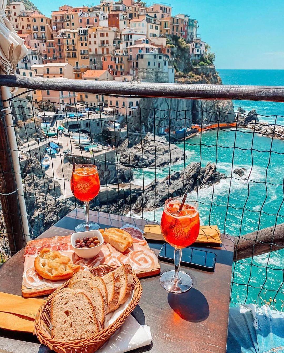 "Italy • Benvenuti a tutti! on Instagram: ""Yes please! 🙋♀️🙋♂️  📍Manarola 📷 @miabeschieri · · · · #Italy #Italia #Italian #ItalianGirl #ItalianFood #visititalia #roma #rome…"""