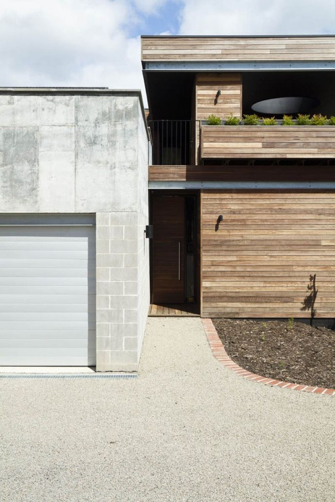Modest Budget for a Small Contemporary Residence- The Linear House by Architects EAT
