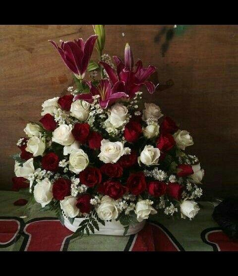 Pin Di Bunga Meja