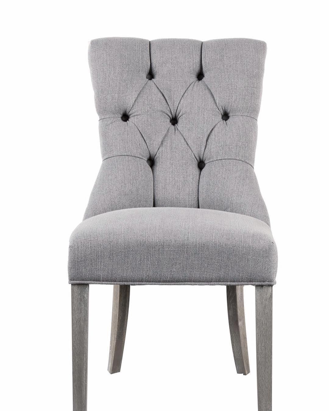 Princess  Med sølvnagler og sølvring i ryggen. Ben i gråpigmentert eik. Meget godt sittekomfort. En mindre spisestuestol som er både lekker og har flotte detaljer.  #spisestuestol #classicliving
