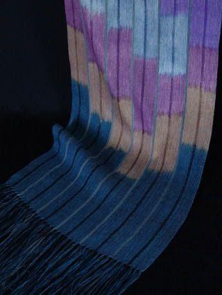 浅沼真知さんの染織作品。
