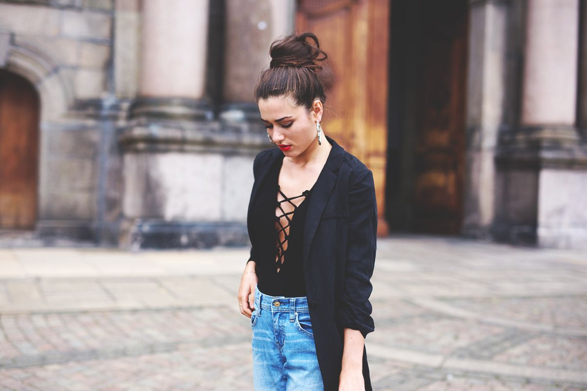 boyfriend jeans and boots bun