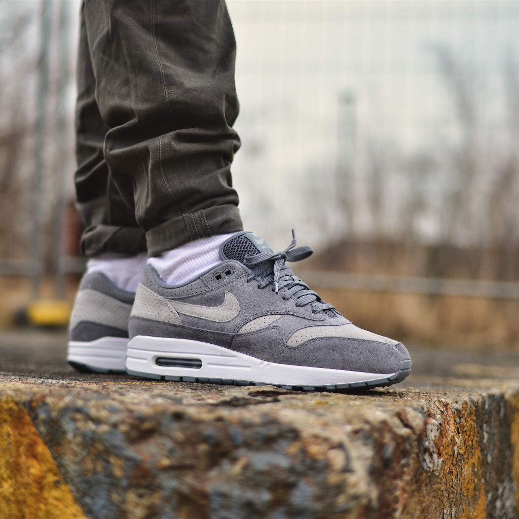f46e3ade74 Nike Air Max 1 Premium Grey / White Credit : Schrittmacher Latest Sneakers, Men's  Sneakers