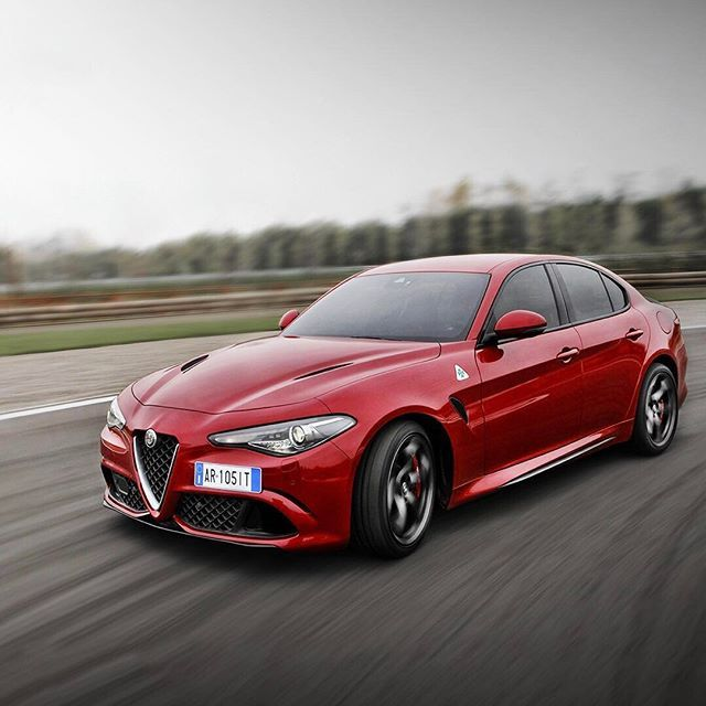 A Zero Shutter Lag Camera Probably The Only Way To Capture A 510hp Giuliaquadrifoglio At Full T Alfa Romeo Alfa Romeo Giulia Quadrifoglio Alfa Romeo Giulia