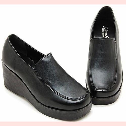 3b551942bc7 90 s Grunge Platform Shoes   Slip On Wedges   Club Kid Platforms   School  Girl Clueless Black Leather Loafers   size 8.5 Vintage Candies