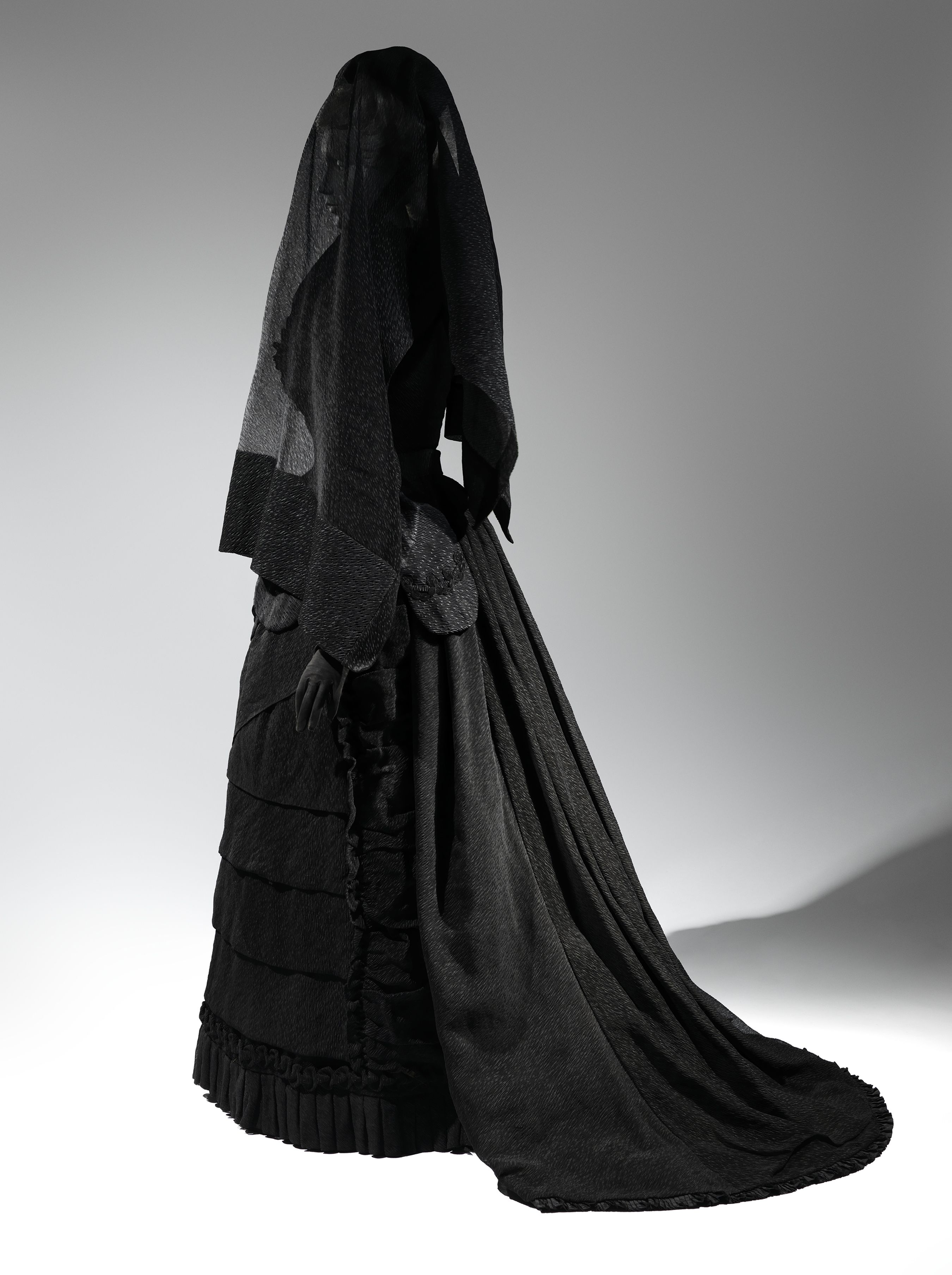 Mourning Ensemble 1870-1872. Metropolitan Museum Of