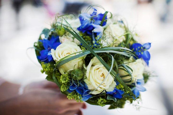 Ausgefallener Brautstrauss blaue Rosen  Brautstrau