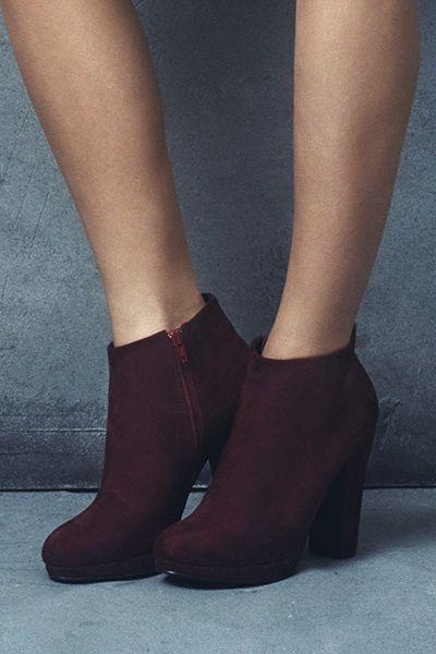 Sapato com salto baixo na cor vinho