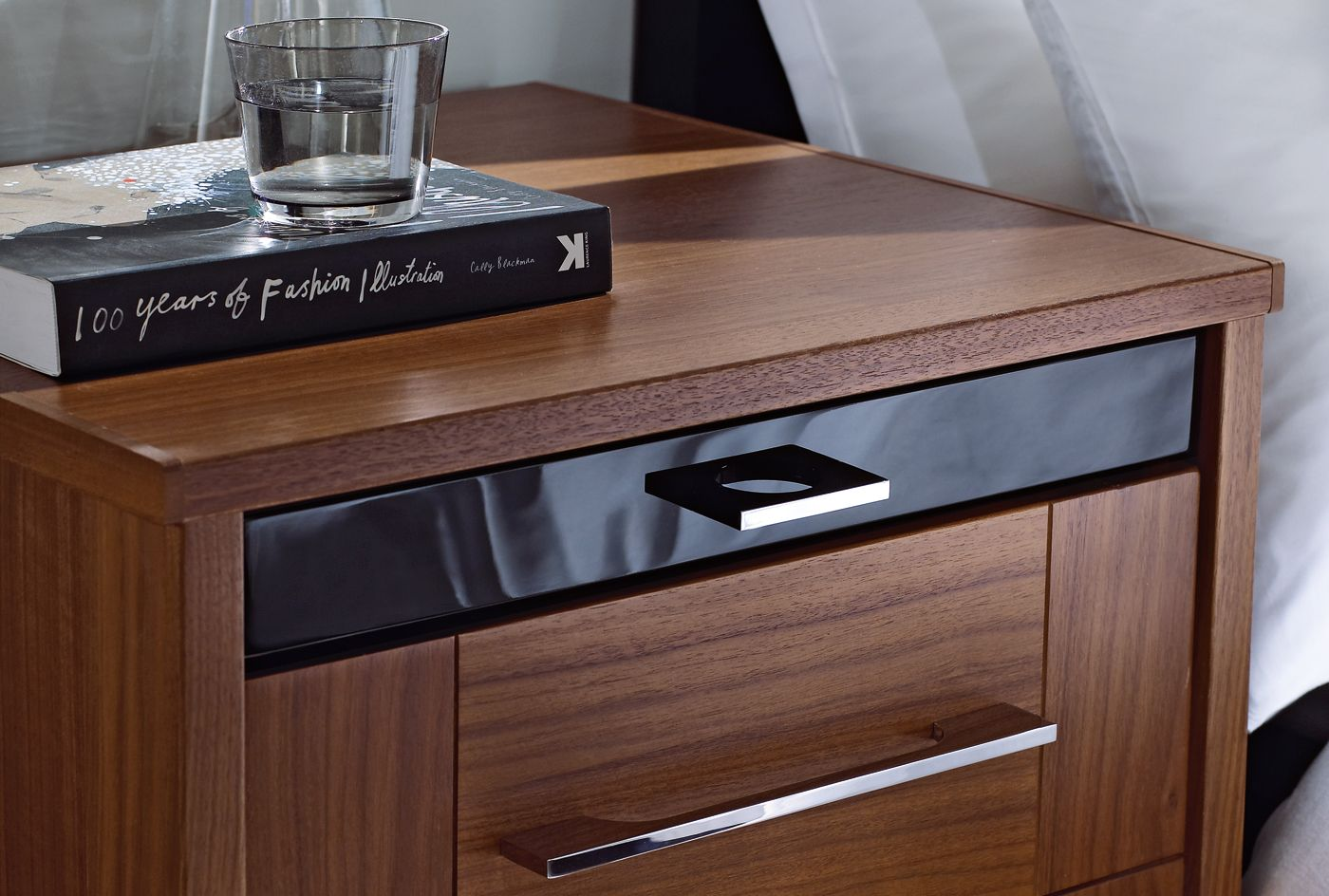 Modern Walnut Bedroom Furniture Black And Walnut Bedroom Furniture