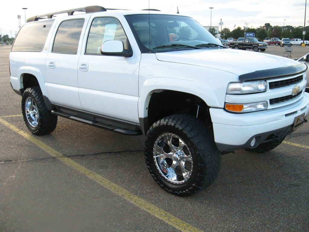 F S 2002 Chevy Suburban Z71 6 Lift 35 Tires Immaculate High