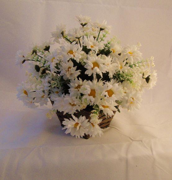 Arranjo Com Margaridas Brancas Galhos Com Flocos Vaso Cesta Com