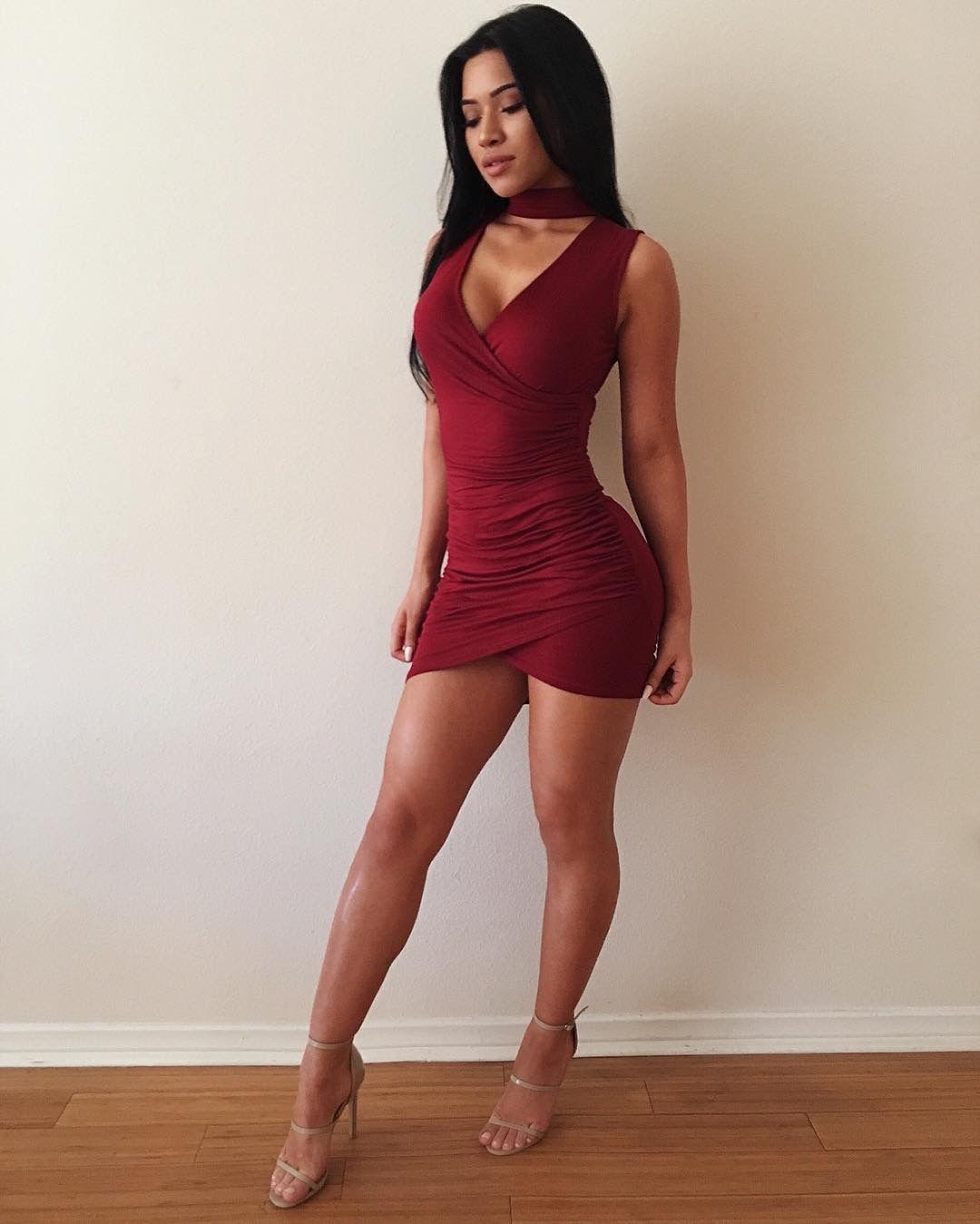 Фото видео мулатка в коротком платье жена