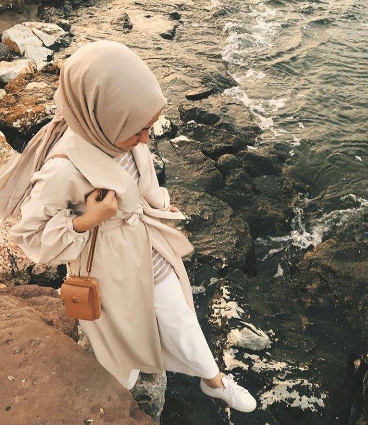 Rose adlı kullanıcının Hijab casual style panosundaki Pin