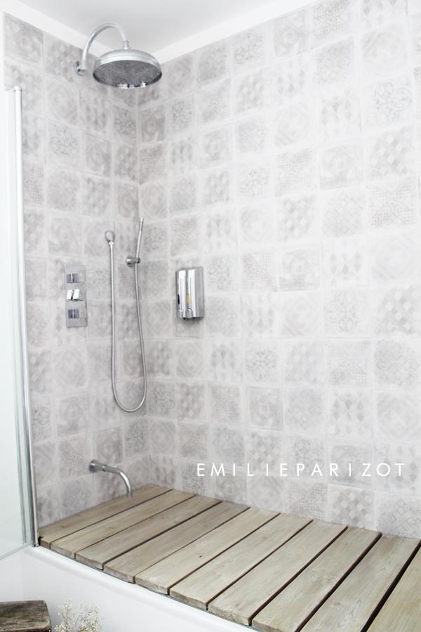 douche carreaux de ciment d co salle de bain douche. Black Bedroom Furniture Sets. Home Design Ideas