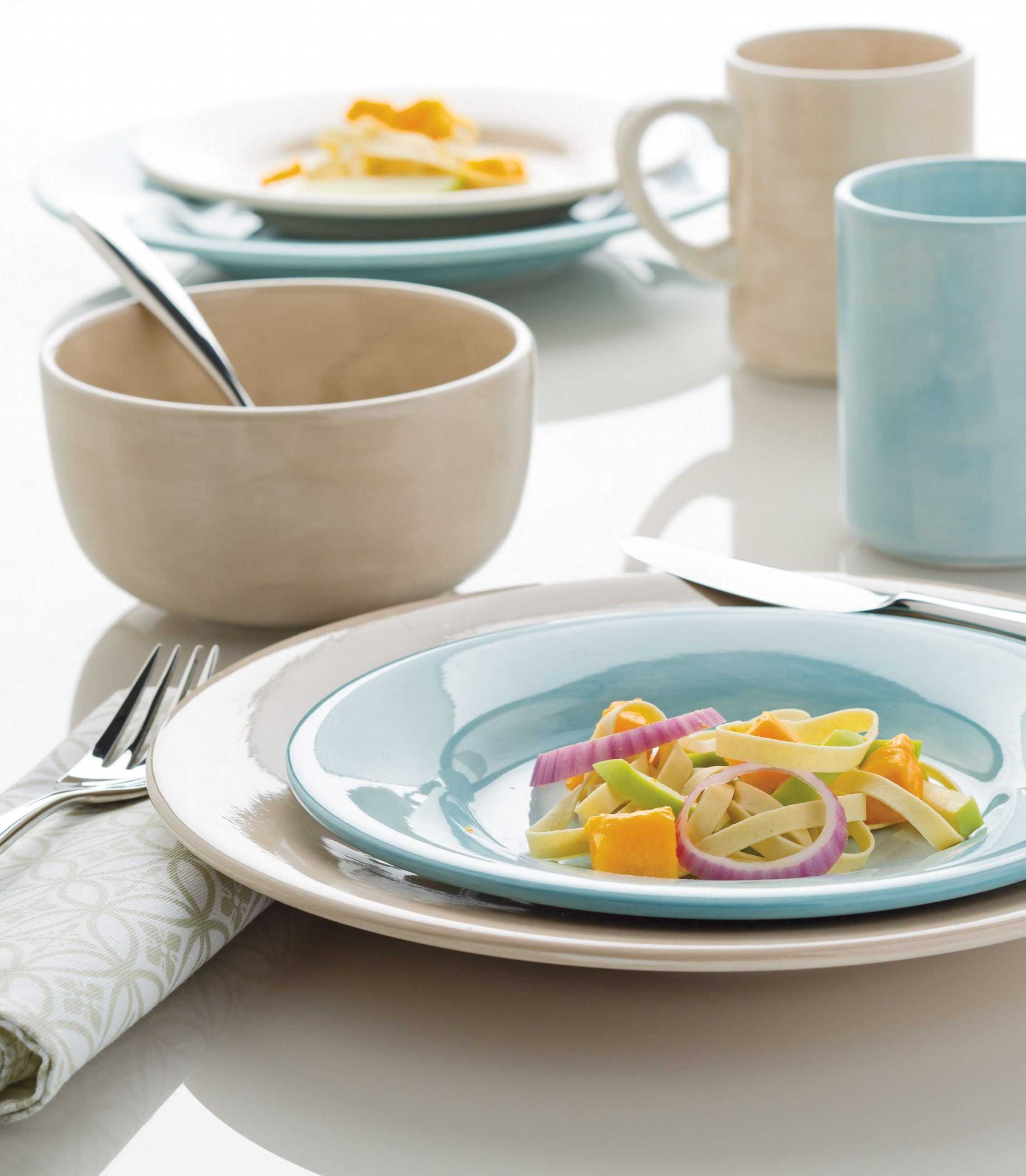 An elegant but simple dinnerware collection, this durable stoneware is great for everyday use and special occasions. The brushstrokes add the perfect finishing touch to your dorm!