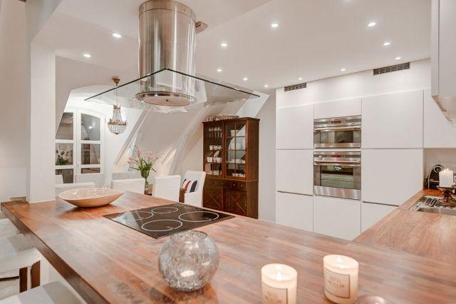 Helle Dachwohnung im skandinavisch minimalistischen Stil