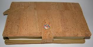 artesanato em cortiça,,,to cover the books...