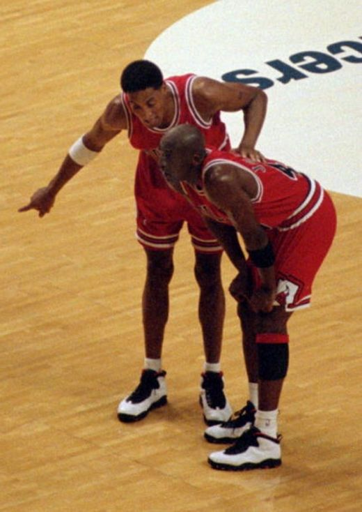 sale retailer 567af c66cf michael jordan and scottie pippen wearing air jordan 10 chicago