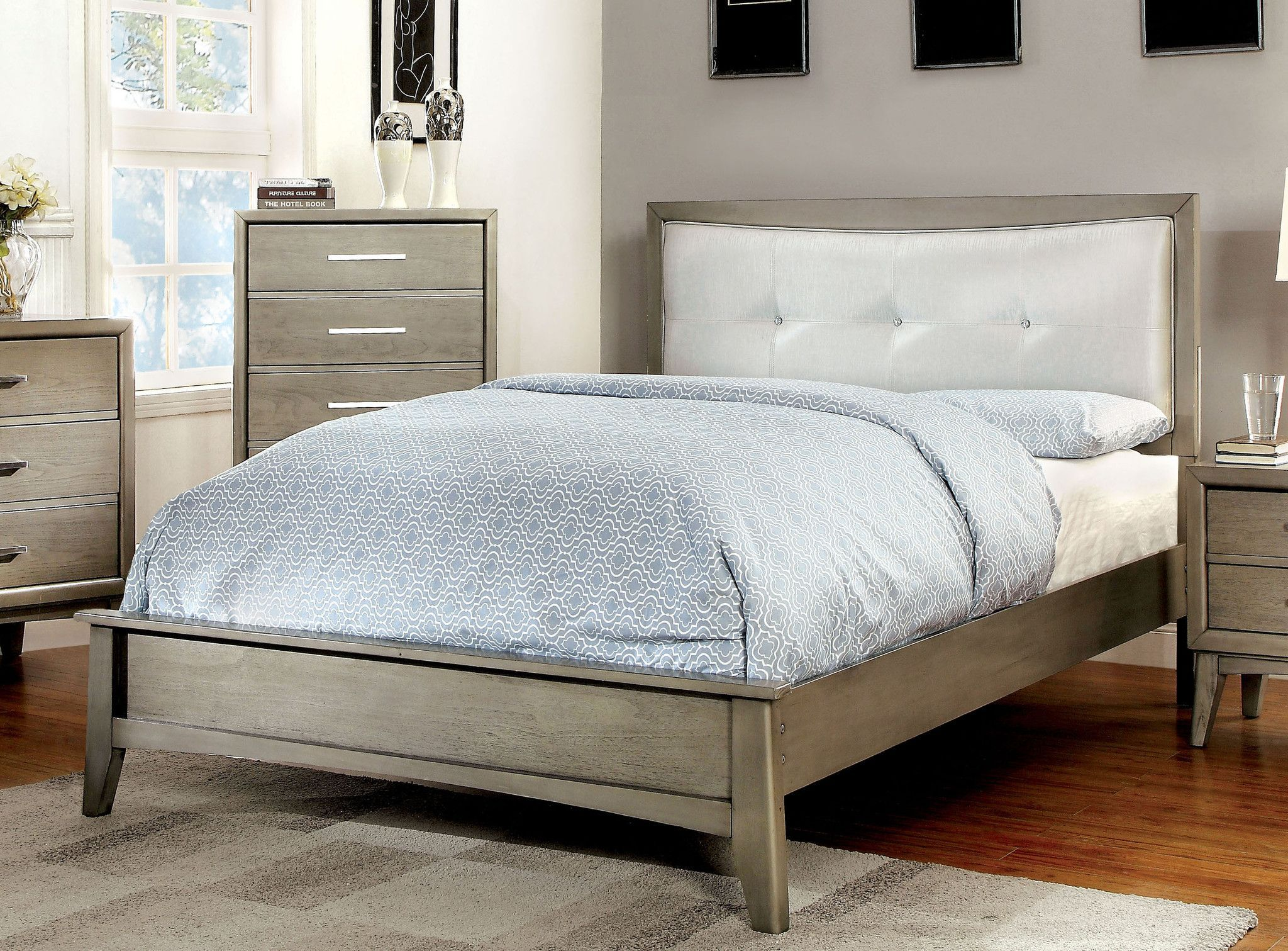 Yarber Contemporary Tufted Leatherette Full Bed in Grey