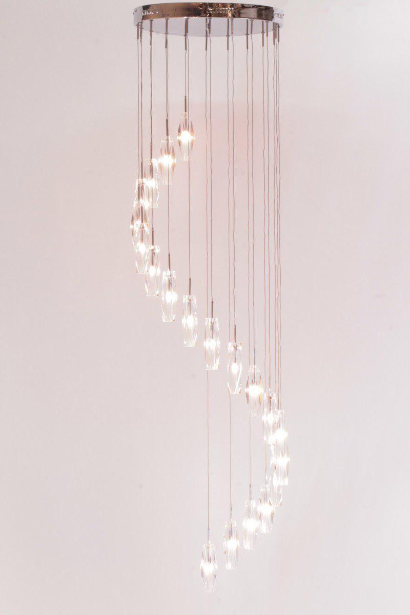 lampen Schitterende verlichting in een grote hal of vide Videlamp ...