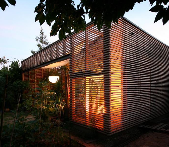 Une petite maison de mara cher agrandie et transform e par une extension bois tilt architecture - Petite maison architecte ...