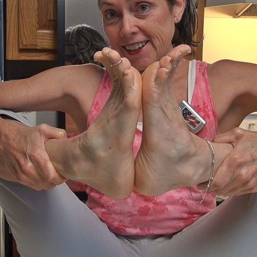 mature women have one of the most sexiest feet!! #mature #maturefeet
