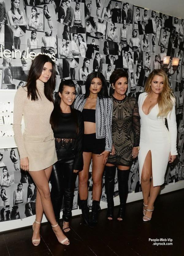 122fc59881 Kendall Jenner prend la pose avec sa maman Kris Jenner