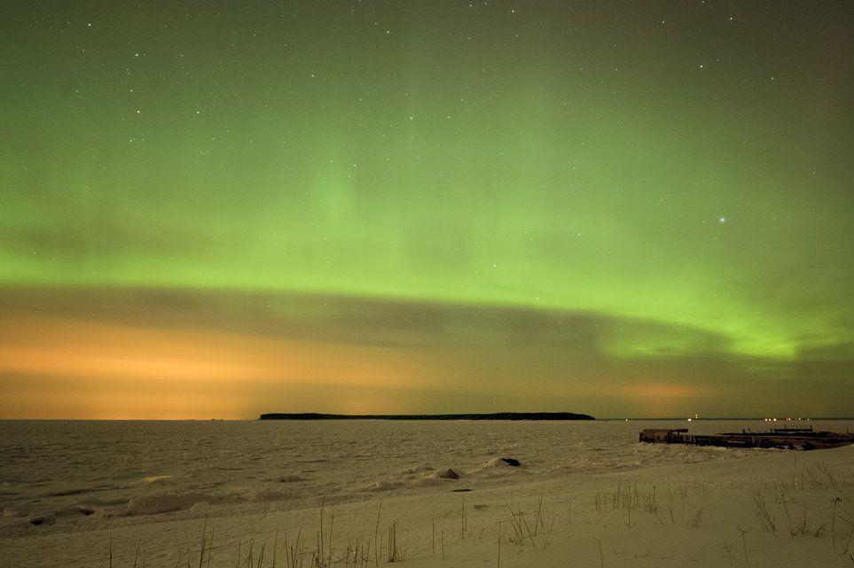 Aurore boréale Un jeu extraordinaire de lumière dans le ciel nocturne de Tallinn en Estonie! Il s'agit là d'une aurore boréale. (Mardi 19 mars 2013) Image: AFP