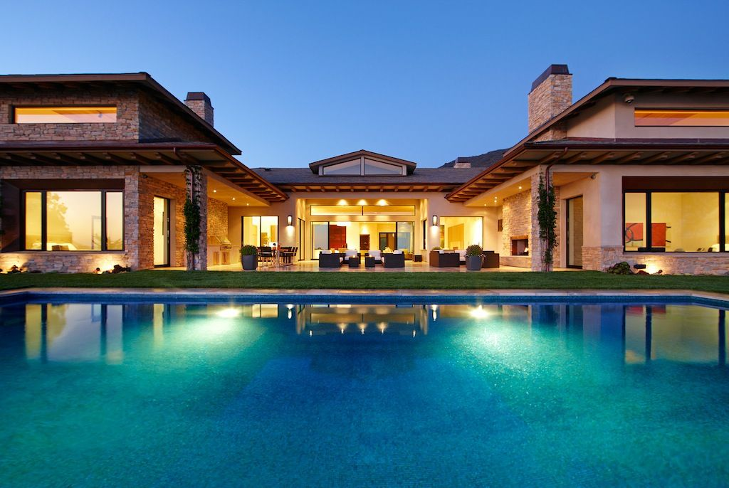 luxury beach homes in malibu - Big Mansions With Pools On The Beach
