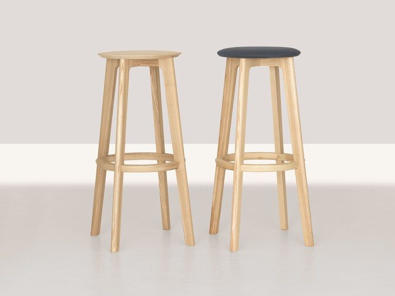 Sgabello alto in legno bar collezione by zeitraum design