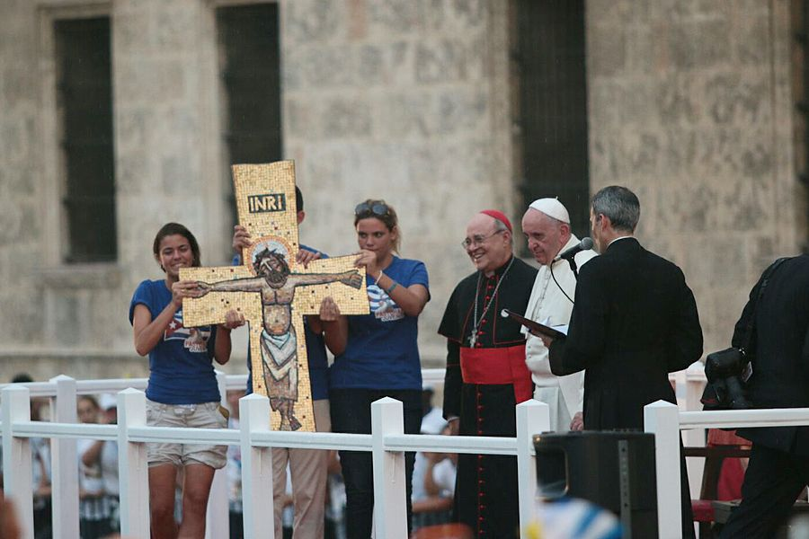 Pope Francis set aside his prepared remarks to respond to the dreams and hopes of young people who spoke to him in Cuba on Sunday evening.