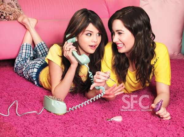 selena and demi lovato photos | Selena-Gomez-and-Demi-Lovato-selena-gomez-and-demi-lovato-8431787-600 ...