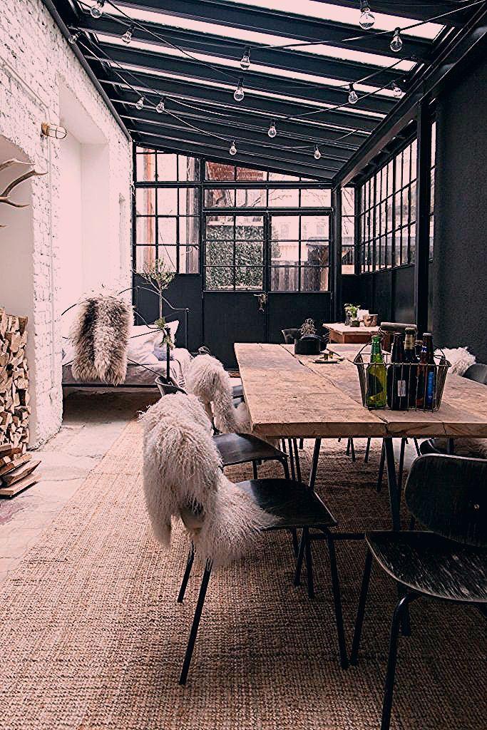Photo of Voormalige fabriek omgetoverd tot woon- en werkplek van fotografenduo – Roomed
