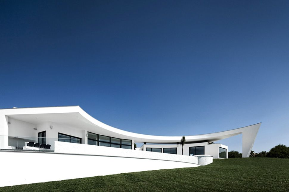 Best Extraordinary Curved House Design Ideas With White 640 x 480