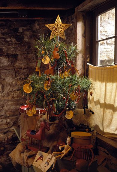 purchased ornaments were expensive and often available only in large cities so homemade treats and toys were customary tree decorations in the mid 1800s - Primitive Christmas Tree Decorations