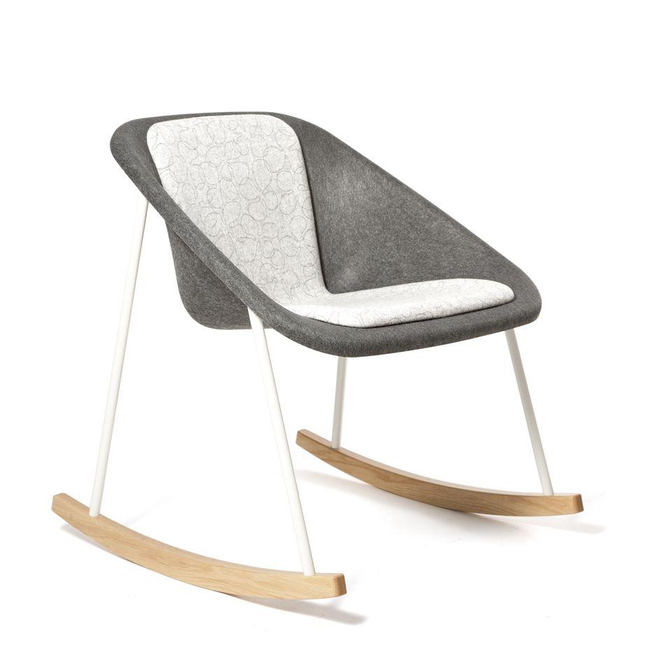 Modelo · Kola Rocking Chair · 2011 · diseñado por Mikko Laakkonen.    Fabricada en poliéster 100% reciclado y madera.