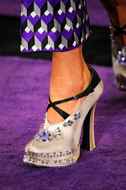 616234503 Pin de Home Good em PRADA!!!... | Pinterest | Sapatos femininos ...